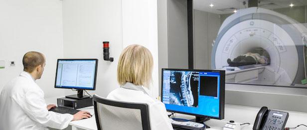 Сканирование пациента на ПЭТКТ томографе